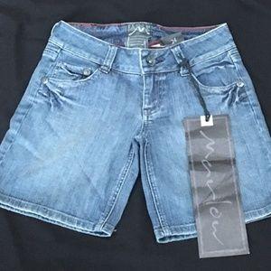 **NWT Marlow Jeans Bermuda Shorts Size 24
